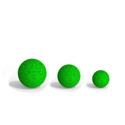 Spalvingi laipiojimo kamuoliukai vaikams baltame fone