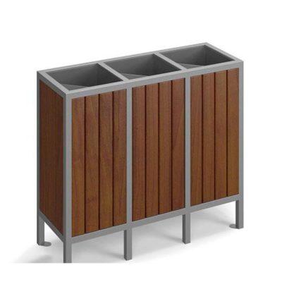 Trijų dalių atliekų rūšiavimo šiukšliadėžė pagaminta iš plieno ir spygliuočio medienos baltame fone