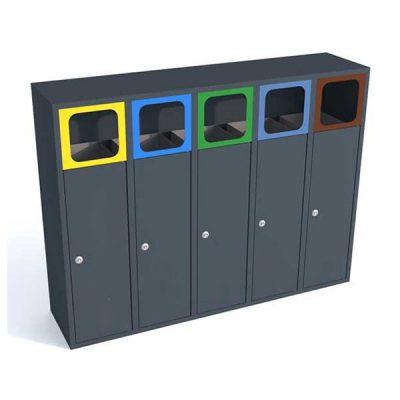 Keturių dalių atliekų rūšiavimo šiukšliadėžė pagaminta iš plieno baltame fone