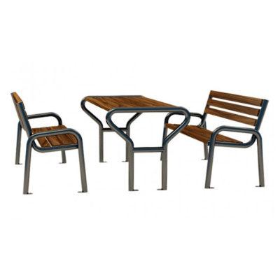 Pikniko stalas su kėdėmis iš plieno ir impregnuotos eglės medienos lentų baltame fone